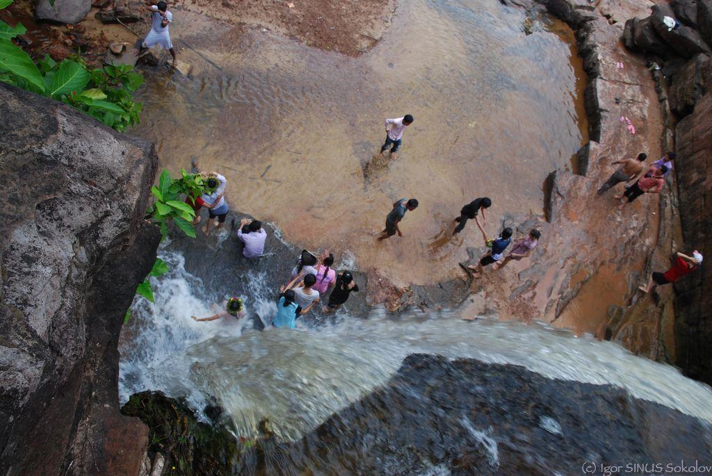 Жизнь под водопадом
