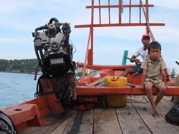 На кхмерской лодке в море