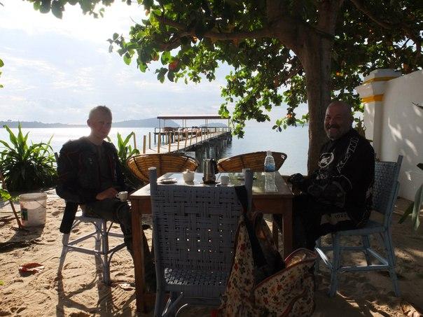 Великолепный кофе в великолепном месте на берегу залива