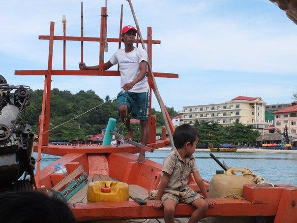 Управлять лодкой нужно руками и ногами