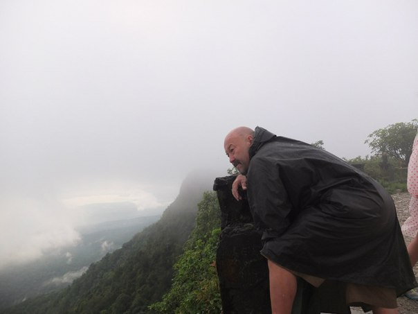 Над самой прпастью, 1077 метров вниз
