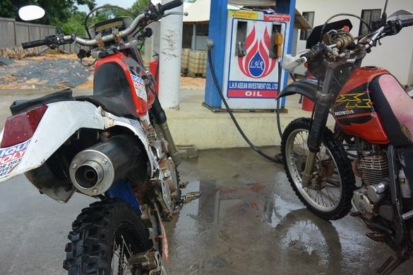 Заправляем мотоциклы