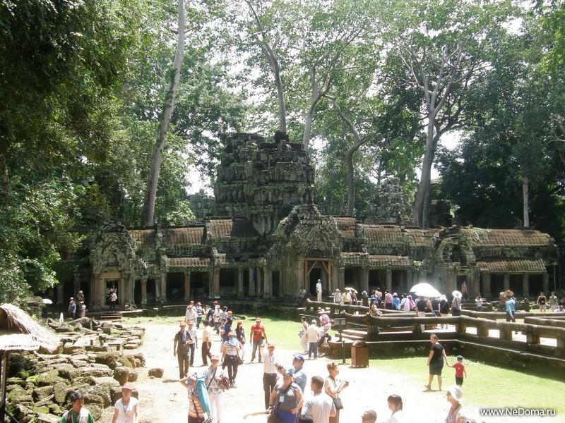 Видны работы по восстановлению храмов
