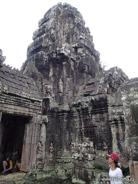 Угловая башня Ангкор вата