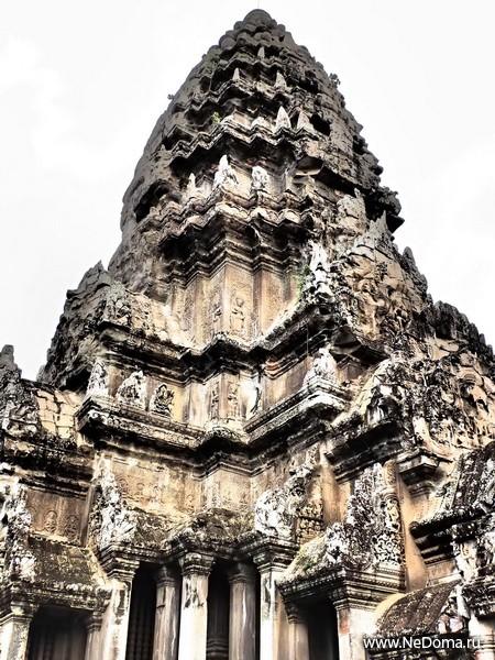 Одна из главных башен Ангкора