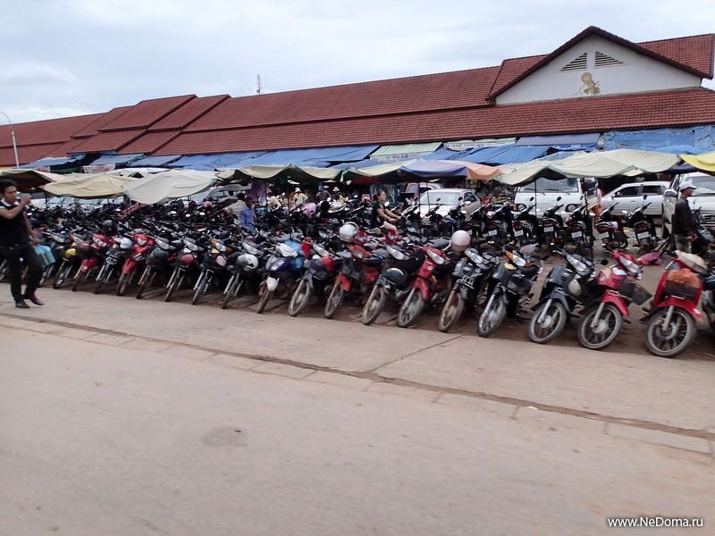мотоциклов здесь много