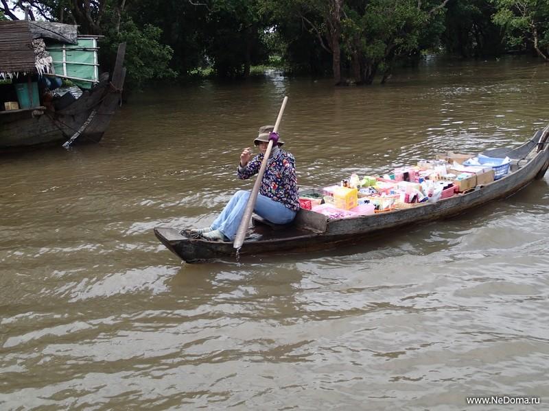 Магазин на лодке