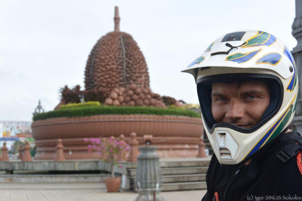 Единственный в мире памятник дуриану