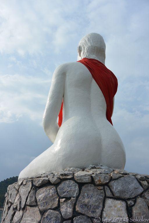 Город Кэп - памятник большой жопе белой женщины.