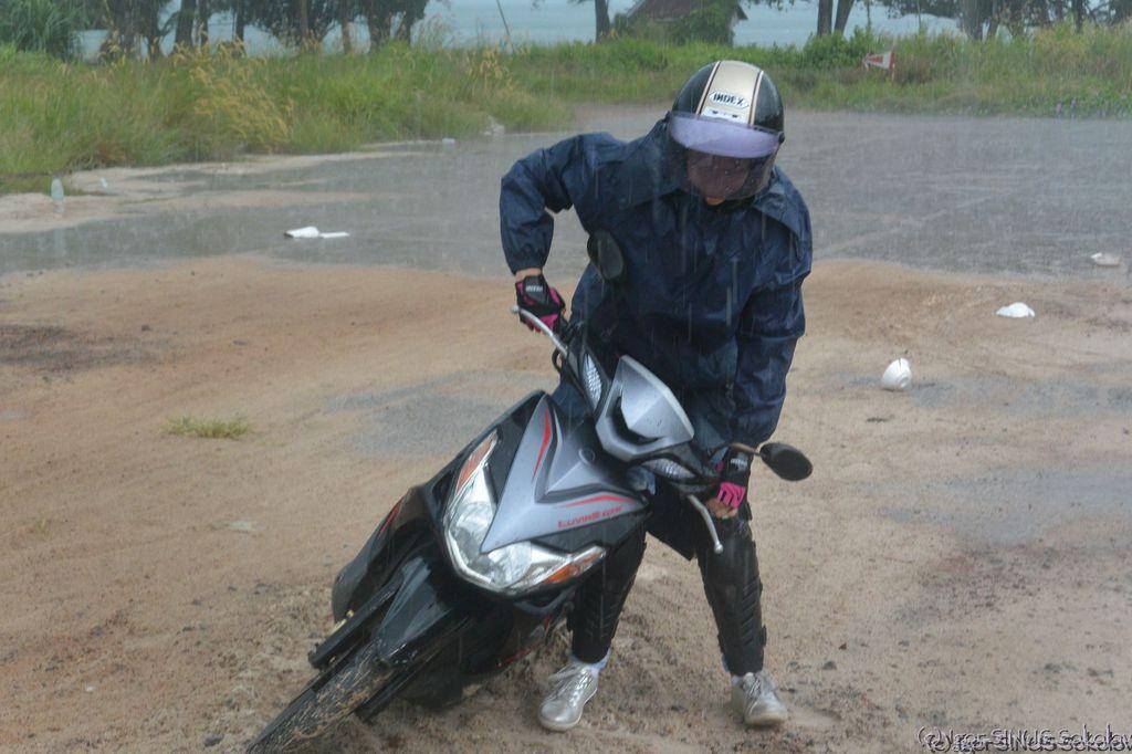 приложила мотоцикл....